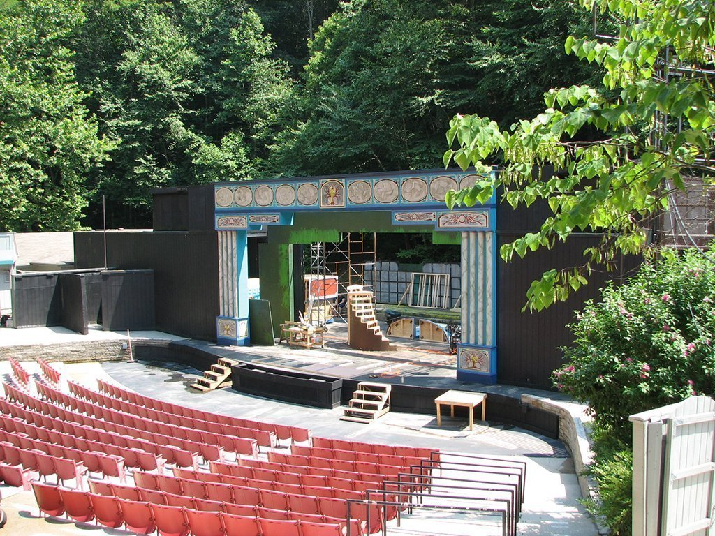 Jenny Wiley Ampitheatre, Stage